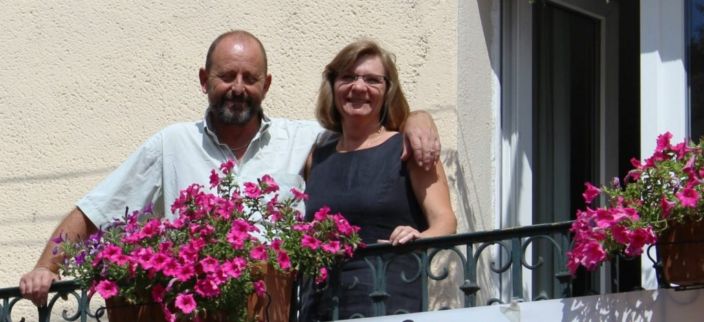 Chéri og Gert foran hotellet
